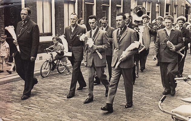 _04_ Theo vd Steen, Jan van Geelen, Cies van Zanten, xxx, daarachter Cor Houtzagers, Bertus Vermeulen, Kees Bus