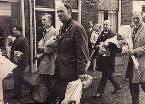_05_ John Post, Henk Mullekes, Theo vd Steen, daarachter Doris Laponder en Bertus Vermeulen