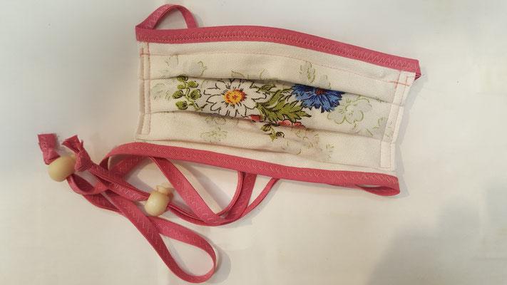 Maske: Motiv, Weiß mit Blumenstrauß