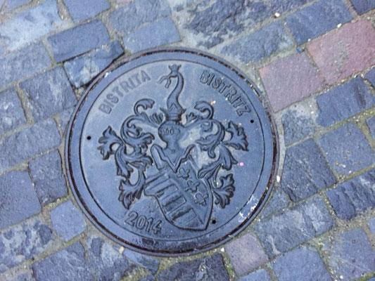 Kanaldeckel in Bistritz
