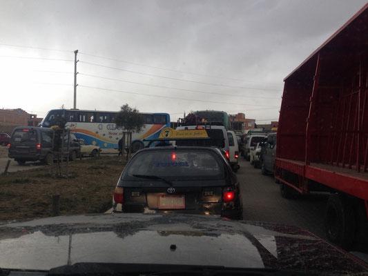 Einiges los auf den Strassen in El Alto...