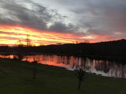 soleil levant sur le lac