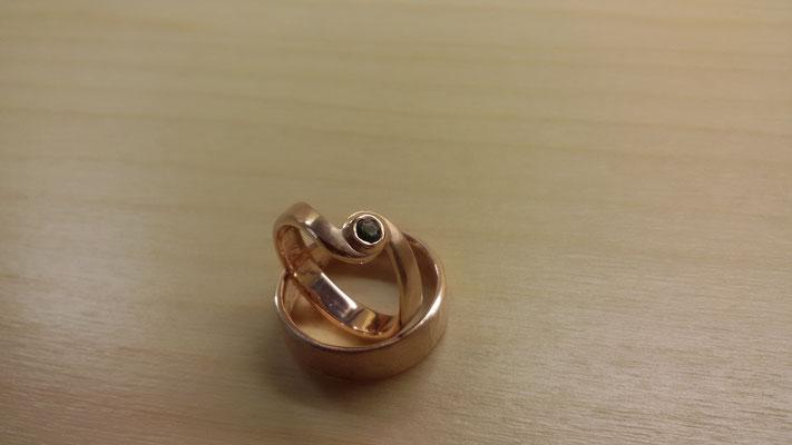Rotgold Ringe mit Turmalin dunkelgrün