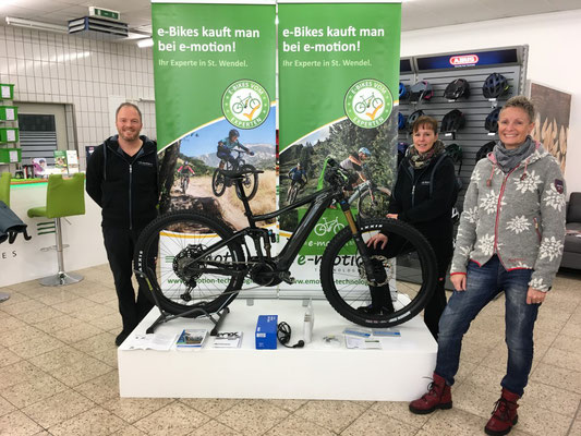 Wir gratulieren Kundin zum erfolgreichen Kauf eines Giant Trance E+ e-Mountainbikes
