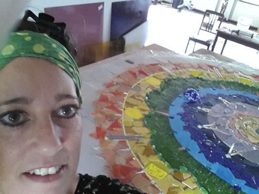 Hier bei der Arbeit im Atelier - Roswitha Farnsworth