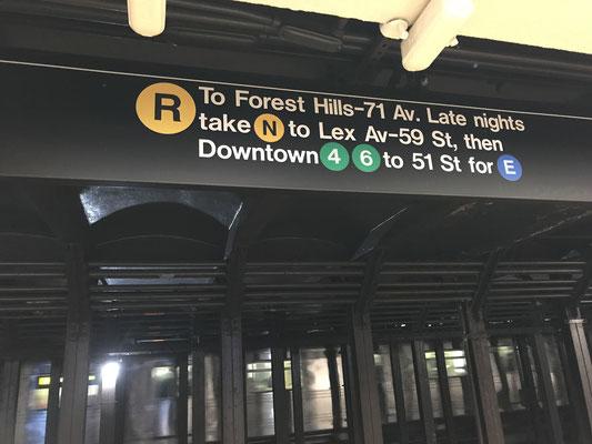 地下鉄の案内板???