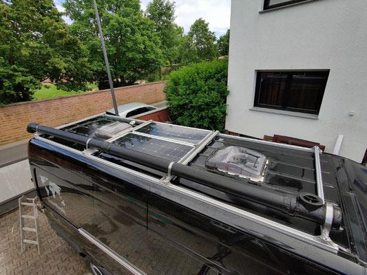 Warmwasserrohr auf dem Dach