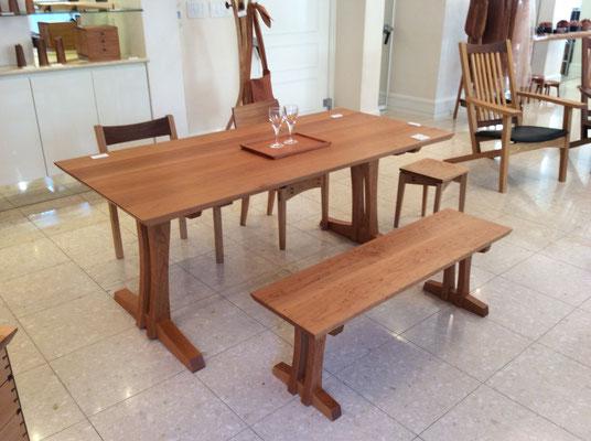 ダイニングテーブルとベンチ、椅子。/八ヶ岳の家具工房ZEROSSOの創作家具