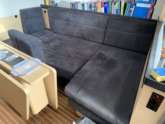 ... und einer Neuverteilung der Kissen von der Bank .... hat man im Handumdrehen ein perfektes großes Bett!