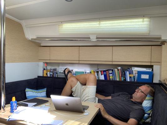 ... und eine Siesta ... bei über 30 Grad in der Mittagszeit, kann man auch nicht viel mehr tun!