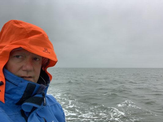 Nach einem 14 Stunden Trip von Borkum nach Vlieland, den ich komplett falsch kalkuliert habe ... gegen die Strömung, ordentlich Wellen (hier kurz vor Borkum noch nicht, aber später eine elende Schaukelei), usw. brauchte ich erstmal einen Tag Pause!