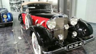 車館は世界の車140台が展示されています。