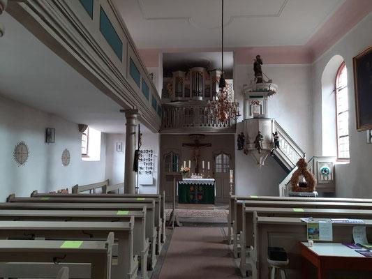Innenraum der ev. Kirche