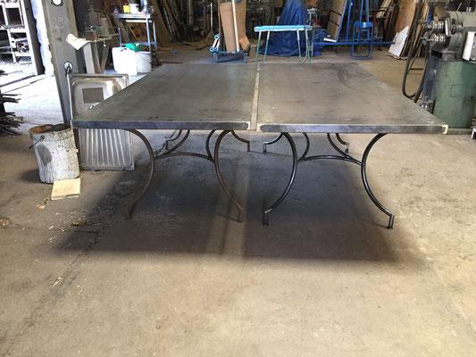 Table pour extérieur en metal sur mesure