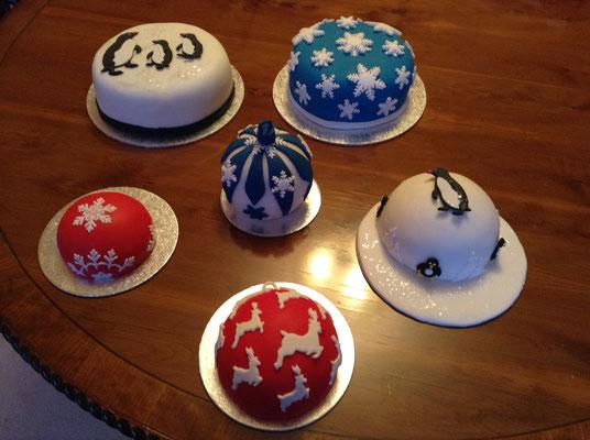 Miniature Christmas cakes