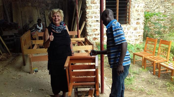 Fertigung unserer neuen Stühle für das Lehrerzimmer