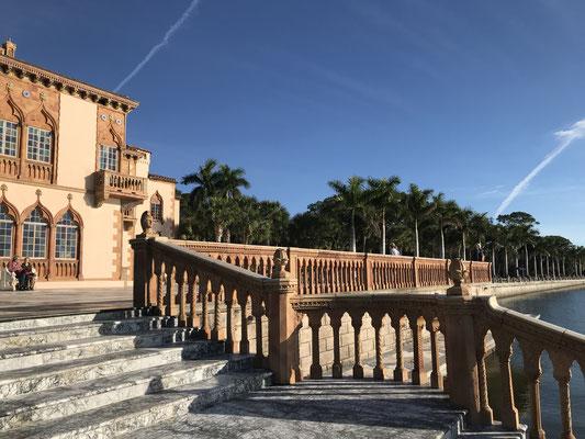 Der Aufgang zum Herrenhaus Ca´ d`San von der Seeseite