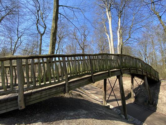 Bild: Holzbrücke