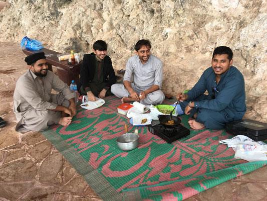Pakistaner lassen uns ihr Gericht probieren - Urteil: spicy aber gut