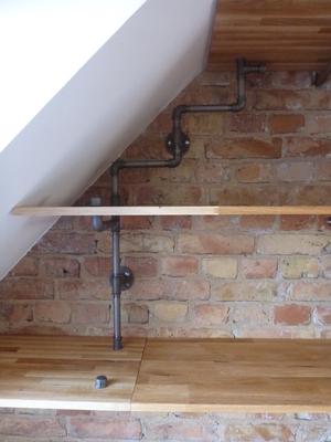 Jede Dachschräge lässt sich mit Rohren und Fittings kreativ nutzen.   (c) X. Theillere