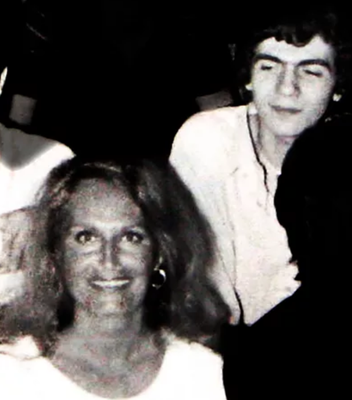 Dalida et moi juste derrière, au restaurant Da Graziano, dans les années 80 lors d'une fête privée