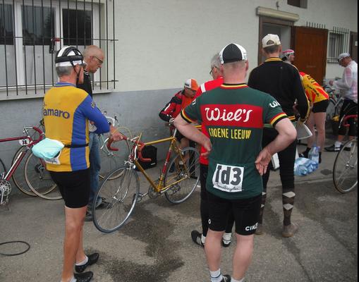 Überprüfung der Räder vor dem Start