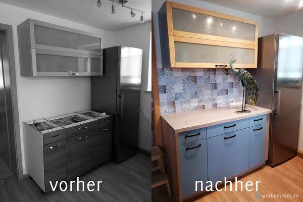vorher- nachherbild von einer küchenzeile - folierung der alten fronten und montage von neuen griffen, neue arbeitsplatte