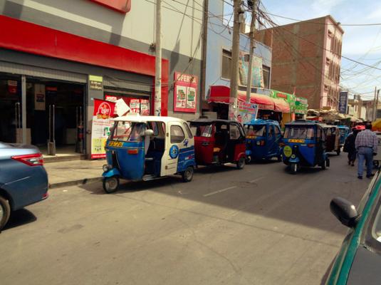 Überall in Pisco unterwegs: Die Tuk Tuks