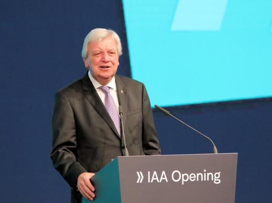 Ministerpräsident Volker Bouffier IAA 2019 © dokubild.de / Klaus Leitzbach