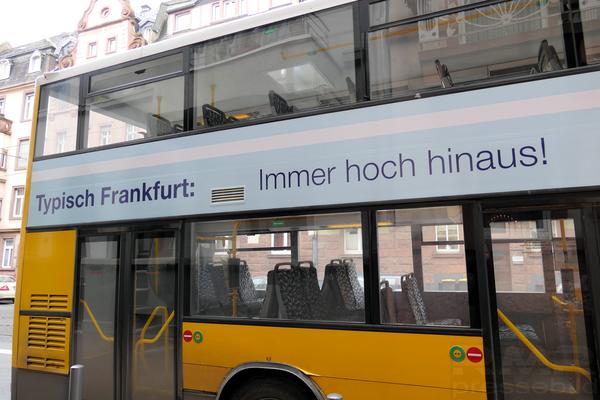Berlinbus in Frankfurt © dokfoto.de / Klaus Leitzbach