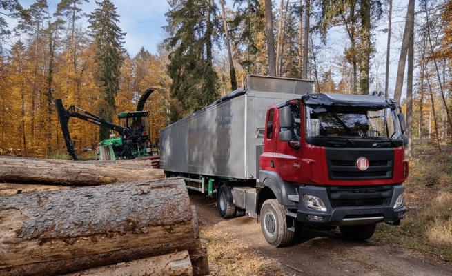 Sattelschlepper für Waldarbeiten