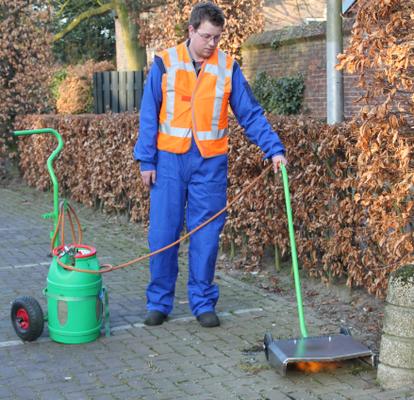 Onkruidbrander: milieuvriendelijke manier van onkruidverwijdering.