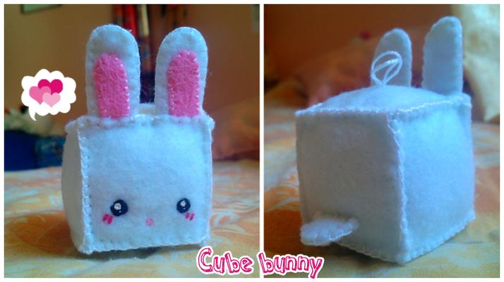 Portachiavi Cube Bunny, interamente cucito a mano; lato di 4 cm, può essere riprodotto in dimensioni maggiori e con soggetto diverso! __ 14*