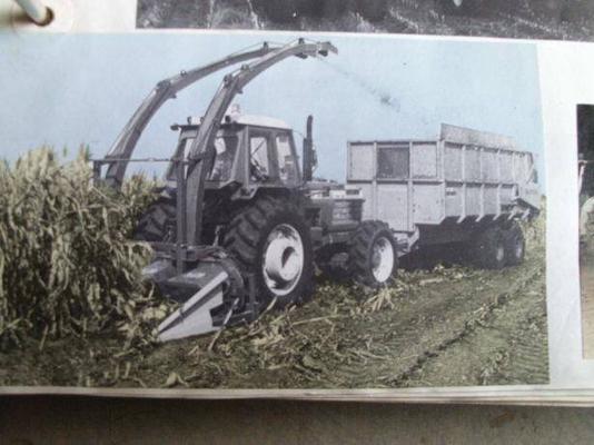 Ford TW-35 Traktor mit Anbauhäcksler