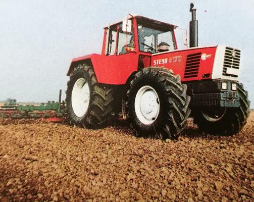 Steyr 8170 bei der Feldarbeit
