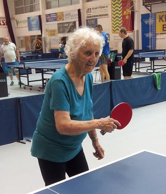 Nicht nur in Ungarn steht Margit Schieder gerne an der Platte. Auch in Sierndorf ist die fitte Hollabrunnerin ein lieb gewonnener Gast beim jährlichen Turnier.