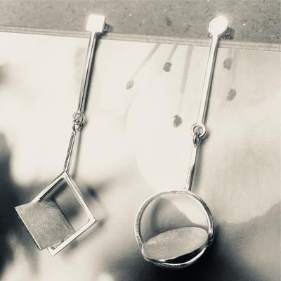 Zilveren oorbellen, complementair