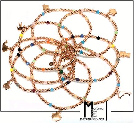 Bracciali elastici con pietre multicolore e pendente a tema