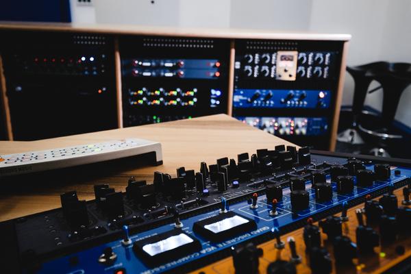 LIZI STUDIO - Vertigo Sound