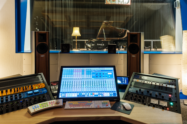 LIZI STUDIO - Mastering Desk