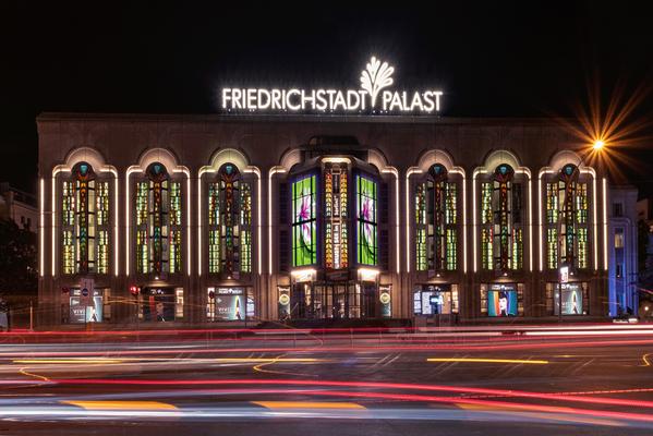 Friedrichstadtplast mit frisch renovierter Fassade