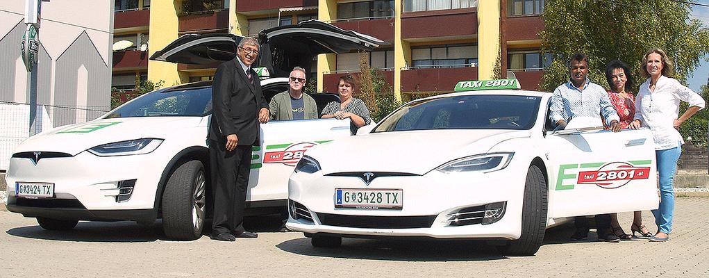 Taxi 2801-Vorstand mit Manfred Breschan (Tesla Model X) und Jashim Bepari (Tesla Model S)