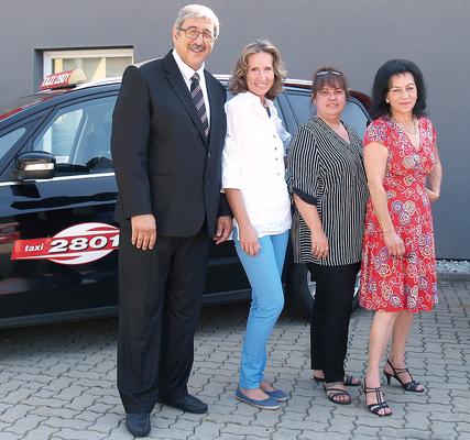 Taxi 2801-Vorstand: (v.l.) KommR Fardin Tabrizi (Obmann), Barbara Jöllinger, Isolde Neumeister (Obmann-Stellvertreterin), Soraja Glantschnigg