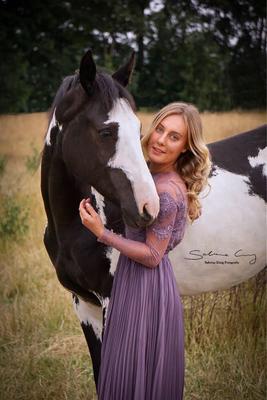 Pferd lila Kleid