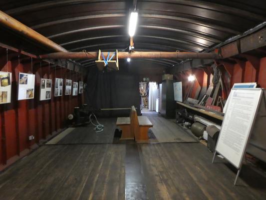 Bilderausstellung des Grafschaftsmuseums im Laderaum von WILLI