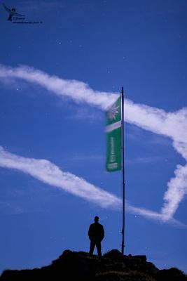 Selbstportrait in der Nacht mit der DAV-Fahne