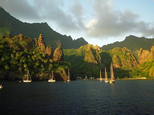 Hanavave Bucht in Fatu Hiva , Marquesas - Französisch Poynesien