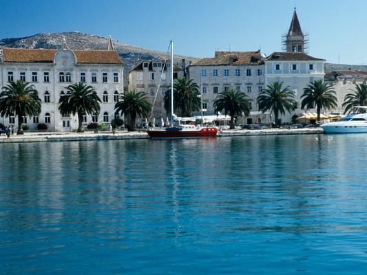 Längseits in Trogir, Juli 2000 - Kroatien
