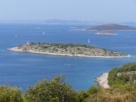 Insel Prisnjak von Murter aus