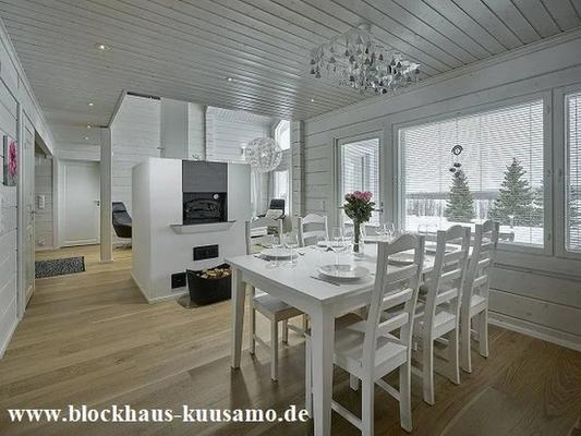 Finnisches Blockhaus mit Kamin - Großes Holzhaus in massiver Blockbauweise - Gesundes Wohnen - Ökologisches Bauen